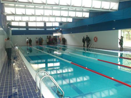 La piscina climatizada de navaluenga ya est abierta for Precio piscina climatizada